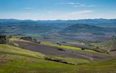 Pomarance è un borgo in Val di Cecina da cui ammirare uno dei più bei panorami della Toscana: dalle viscere della Terra fino al mare