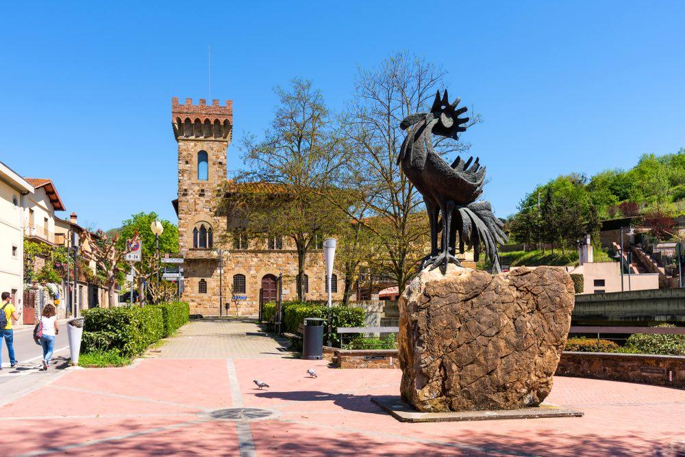 Statua del Gallo Nero a Greve in Chianti