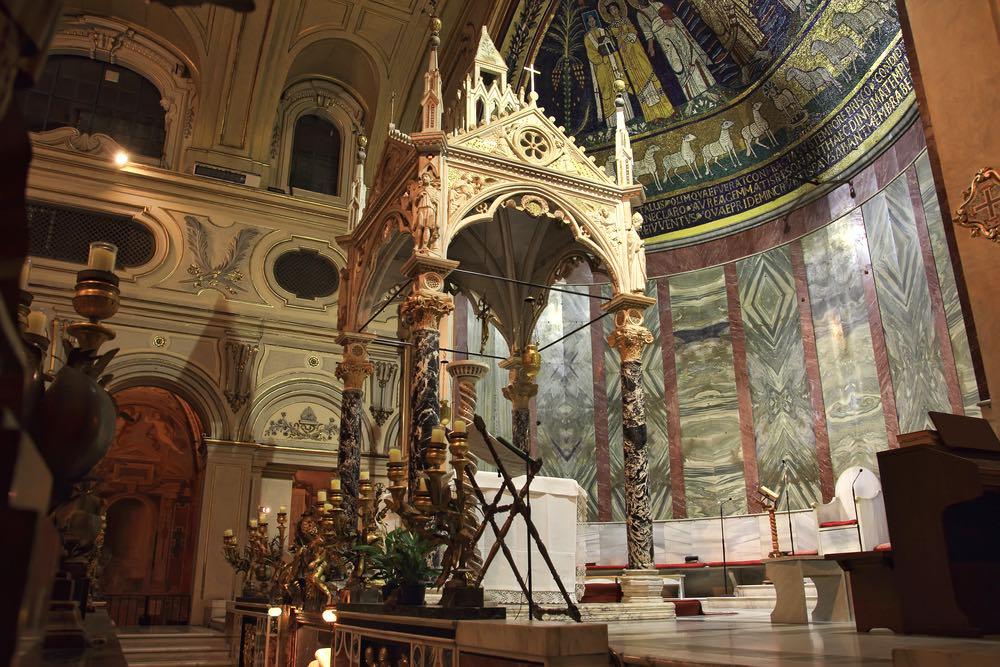 Baldacchino di Arnolfo di Cambio nella Basilica di Santa Cecilia a Roma