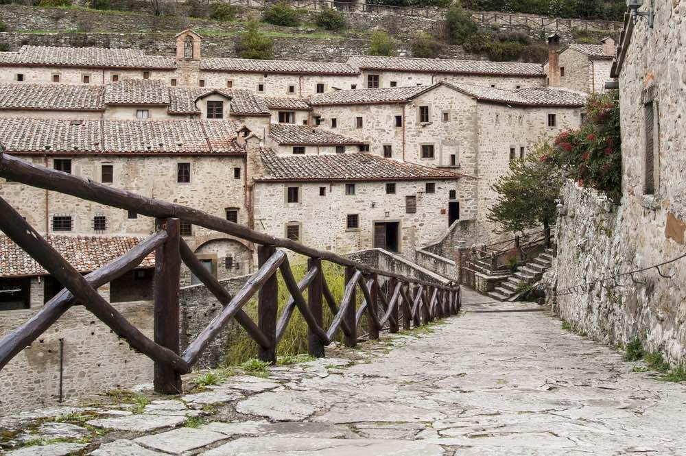 Vista su Le Celle di San Francesco a Cortona, l'eremo toscano fondato da San Francesco d'Assisi