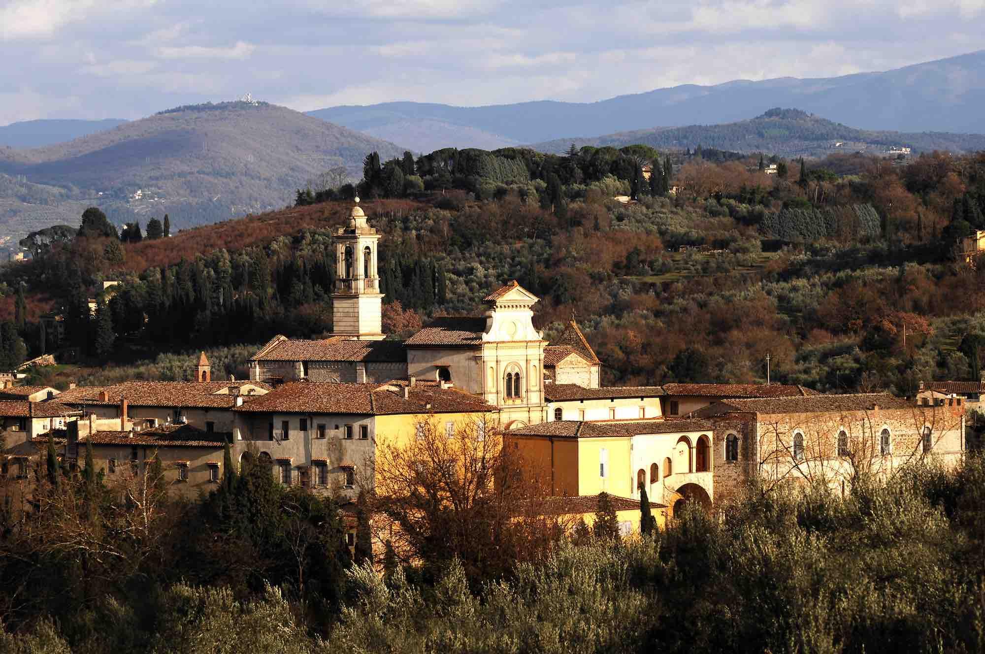 La via Volterrana, antica via del sale, tra le strade più belle della Toscana, inizia al Galluzzo presso la Certosa di Firenze.
