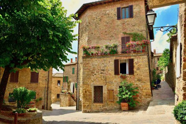 Vie di Monticchiello, borgo toscano della Val d'Orcia, territorio Patrimonio dell'Unesco