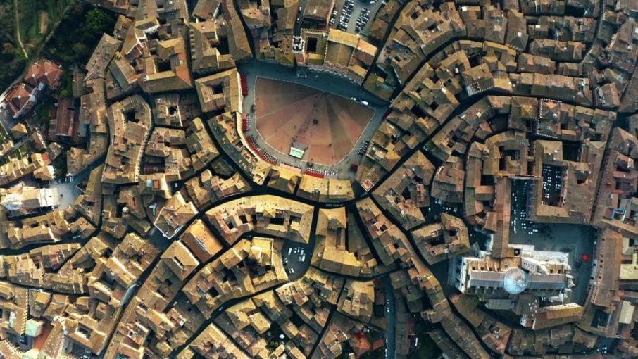 Siena, la città toscana del Palio, vista dall'alto