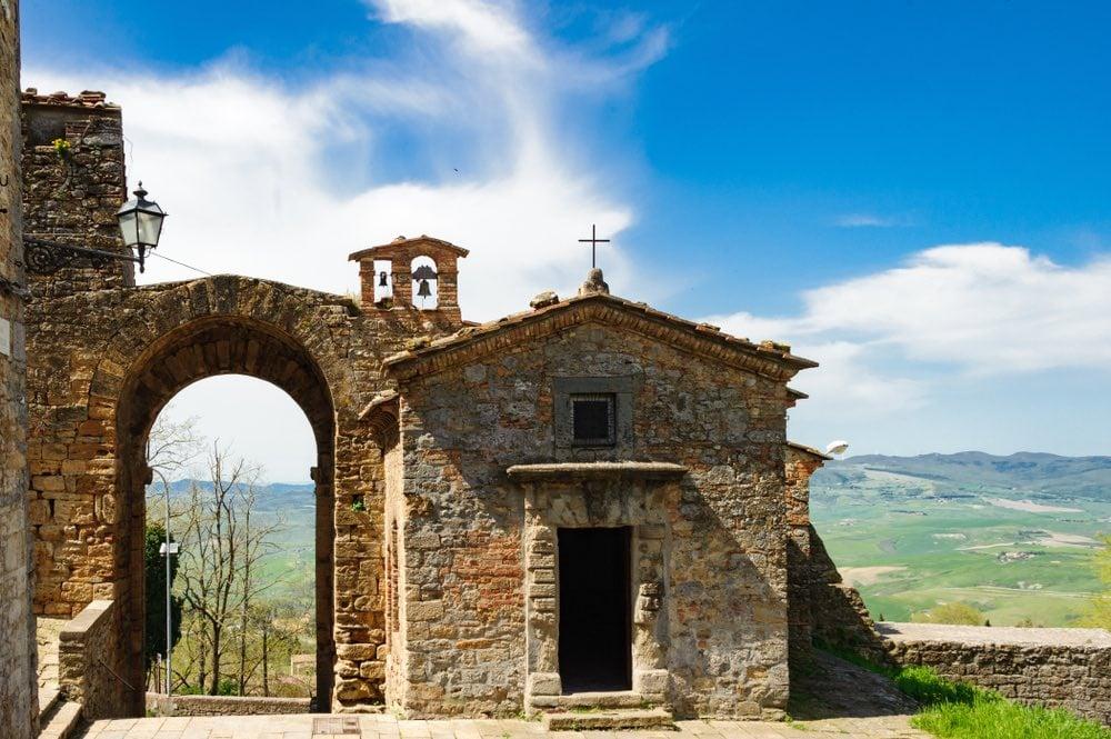 La via Volterrana unisce Volterra a Firenze: antica via del sale, è oggi una delle più belle strade panoramiche della Toscana.