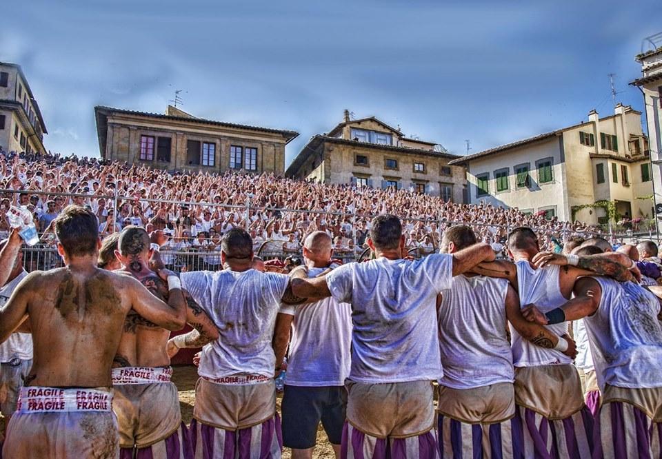 Squadra dei Bianchi di Santo Spirito del Calcio storico fiorentino