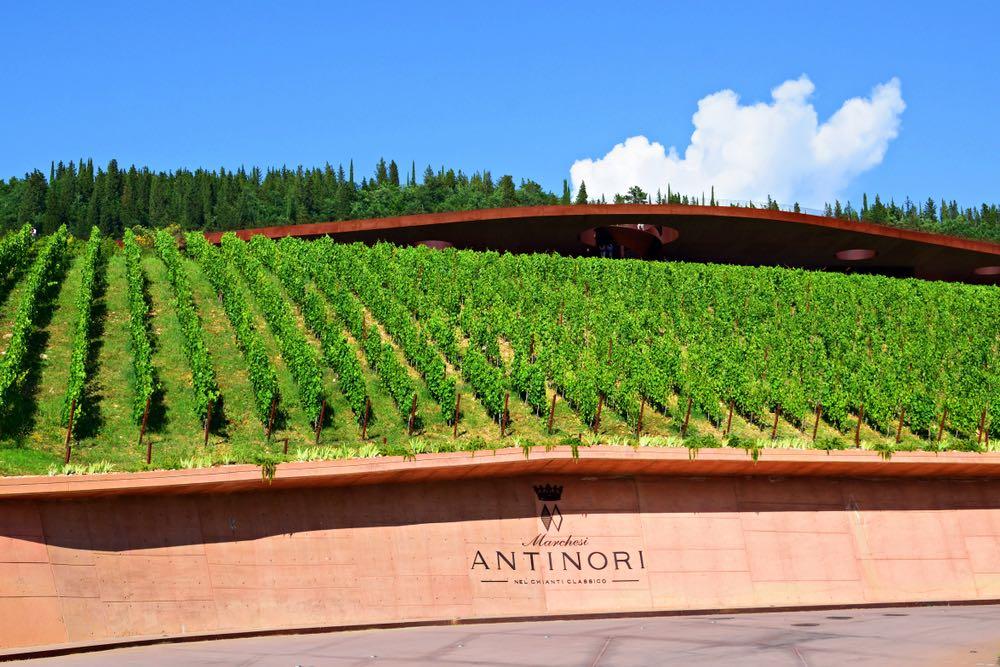 Le cantine Antinori nel Chianti Classico, del Tignanello e del Solaia, si trovano a Bargino in Val di Pesa.