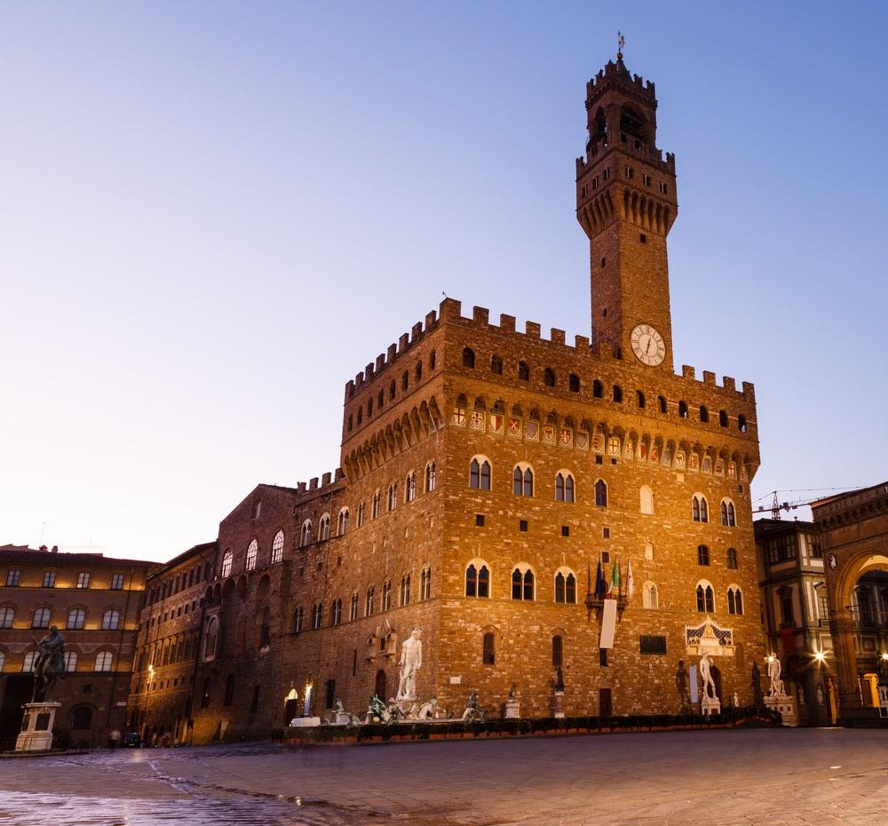 Quando Firenze diventa signoria, Palazzo Vecchio venne chiamato Palazzo della Signoria.