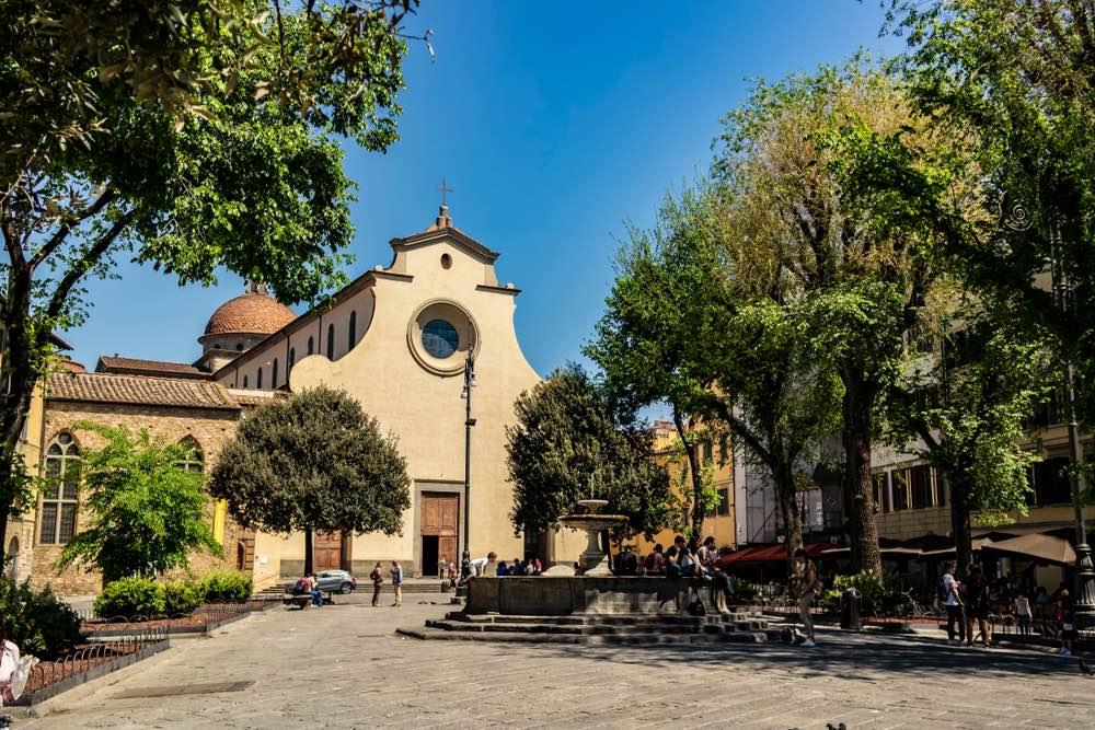 Piazza Santa Spirito a Firenze, nel quartiere storico di Santo Spirito, detto Oltrarno, sede della squadra dei Bianchi del Calcio Storico fiorentino.