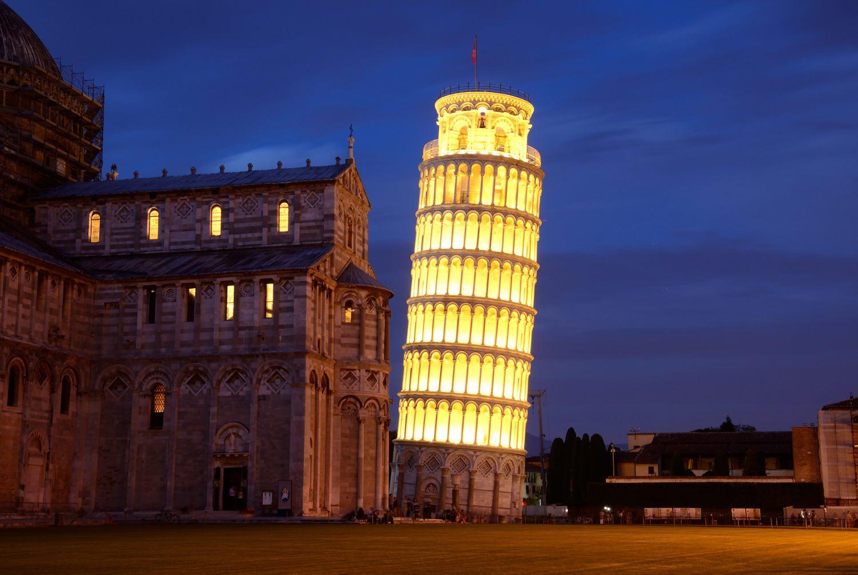 Torre di Pisa durante la Luminara di San Ranieri