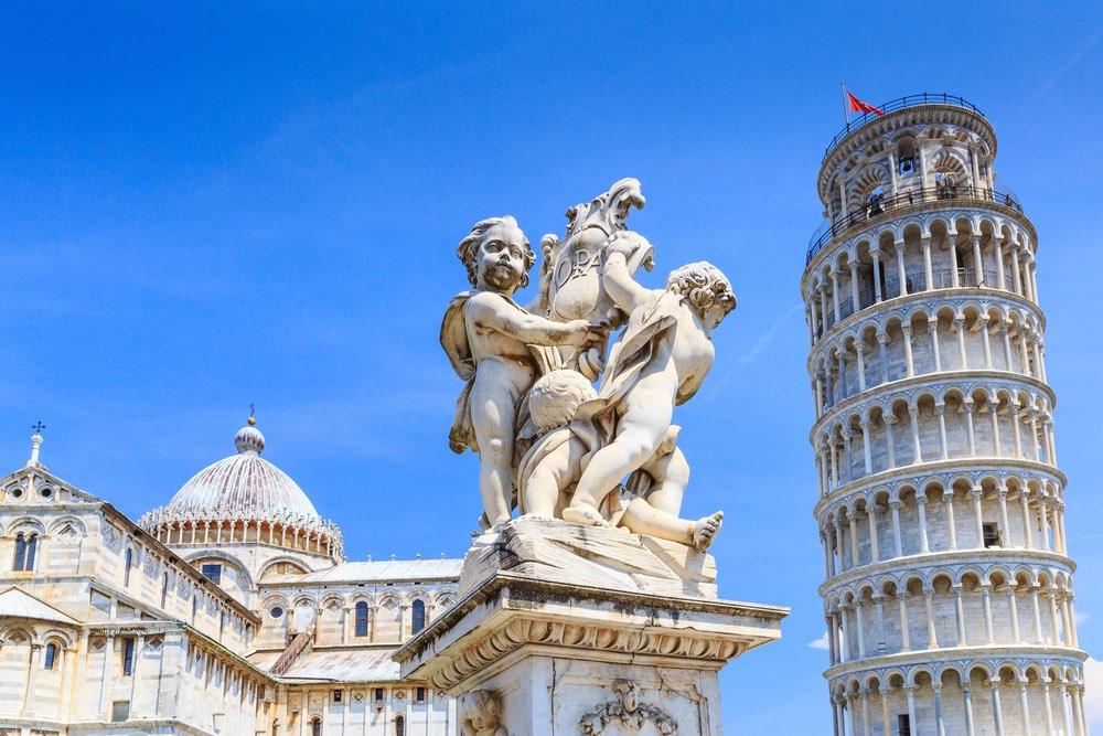 La Torre di Pisa, si trova in Piazza dei Miracoli ed è il campanile del Duomo di Pisa.