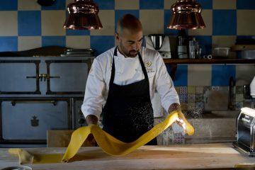 Lo chef Antonello Sardi dirige il ristorante stellato Virtuoso della Tenuta Le Tre Virtù