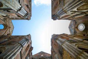 Il simbolo della croce in Toscana: la pianta a croce latina immissa di San Galgano