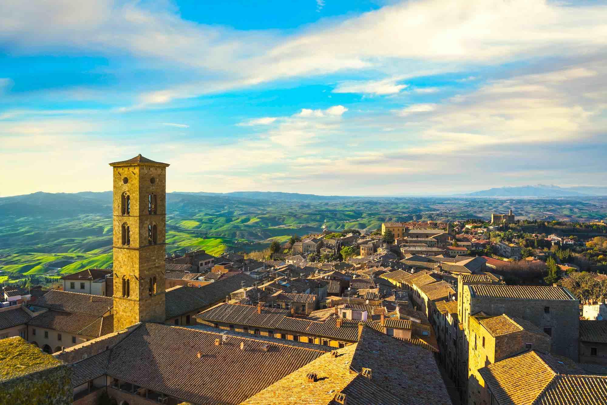 Volterra si trova in Val d'Elsa, uno dei territori più belli della Toscana.