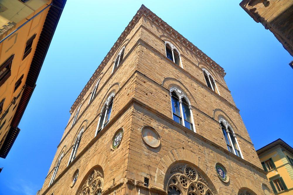 Orsanmichele, un tempo granaio di Firenze, nel '400 diviene la chiesa delle Corporazioni delle Arti e dei Mestieri.