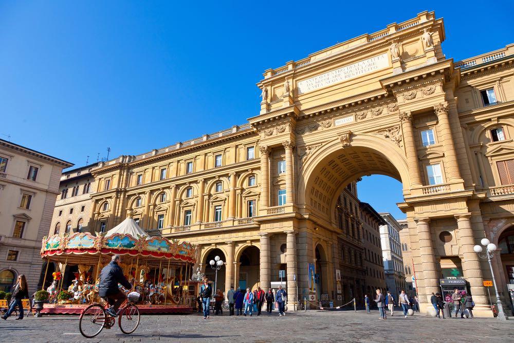 Piazza della Repubblica è stata costruita in occasione di Firenze capitale d'Italia.
