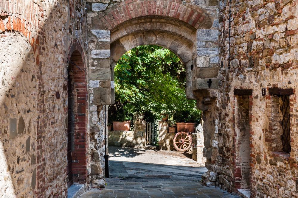 San Gusmè è uno dei borghi più caratteristici del Chianti