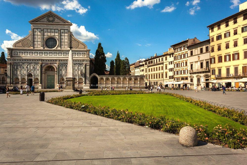 Piazza Santa Maria Novella a Firenze si trova vicino alla Stazione centrale dei treni