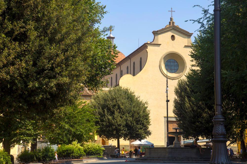 Piazza Santo Spirito è la piazza principale dell'Oltrarno fiorentino.