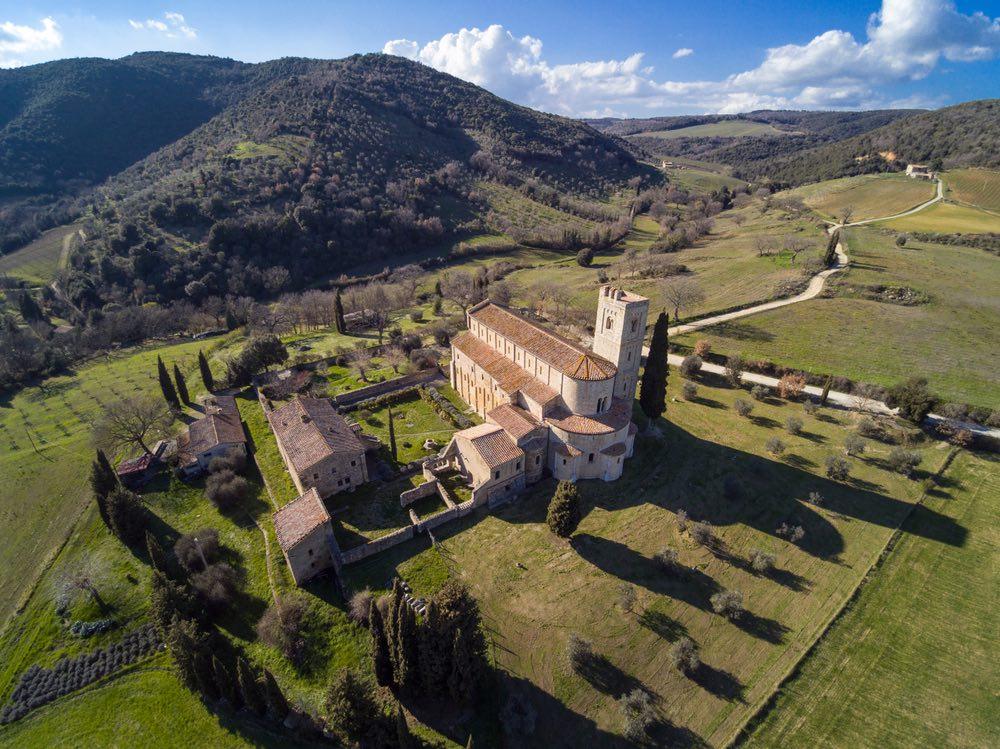 San'Antimo è una bellissima abbazia toscana in Val d'Orcia, provincia di Siena
