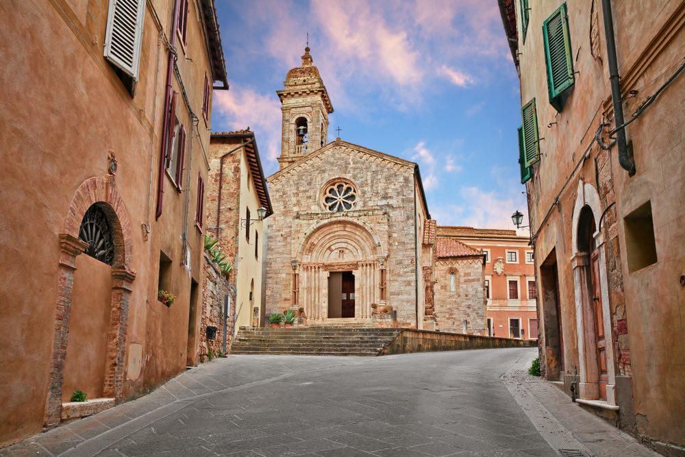 La Vergine di Andrea della Robbia della leggenda della Madonna di Vitaleta è conservata nella Chiesa della Collegiata di San Quirico d'Orcia