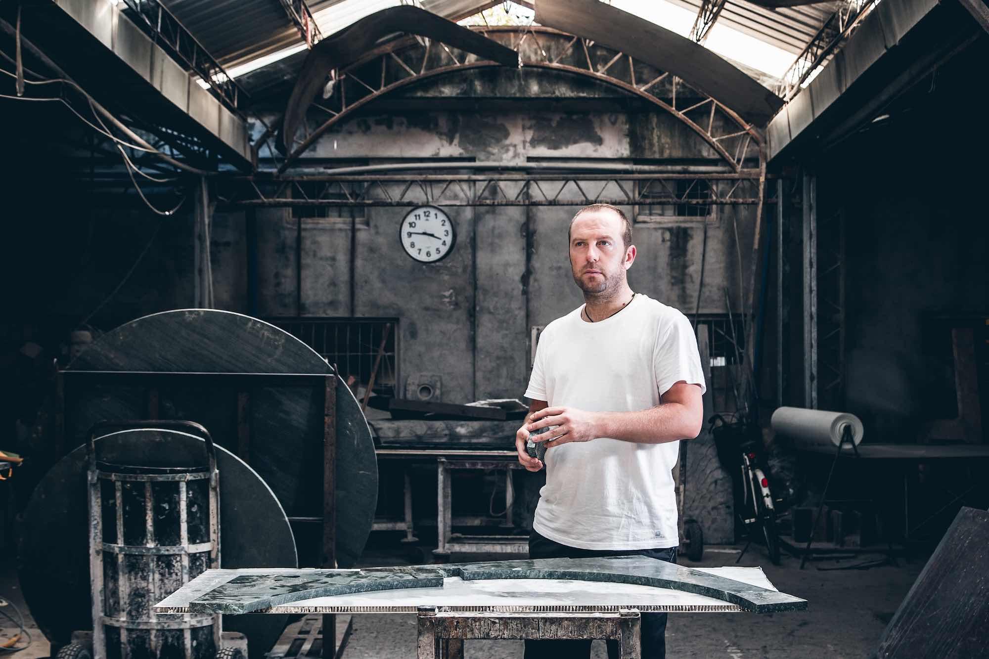 Intervista a Moreno Ratti è uno sculture toscano di fama internazionale, nato a Carrara che ha fatto del marmo il suo materiale prediletto.