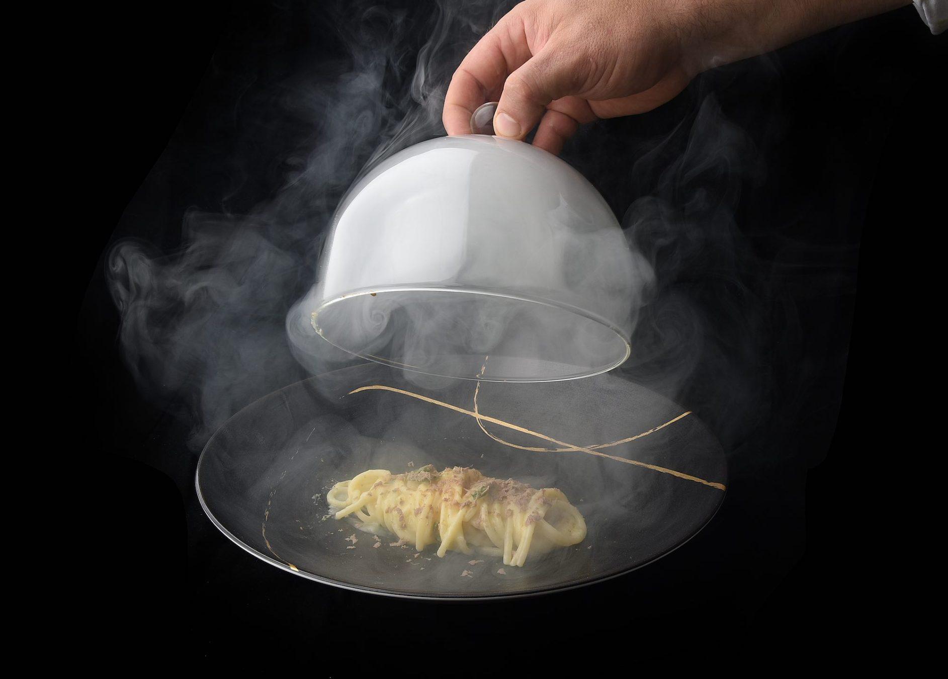 Spaghetti al fumo dello chef Nicola Micheletti della Locanda Sant'Agata a San Giuliano Terme, in Toscana