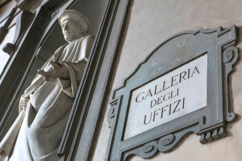 La Galleria degli Uffizi si trova a Firenze e rappresenta uno dei poli museali più importanti del mondo.