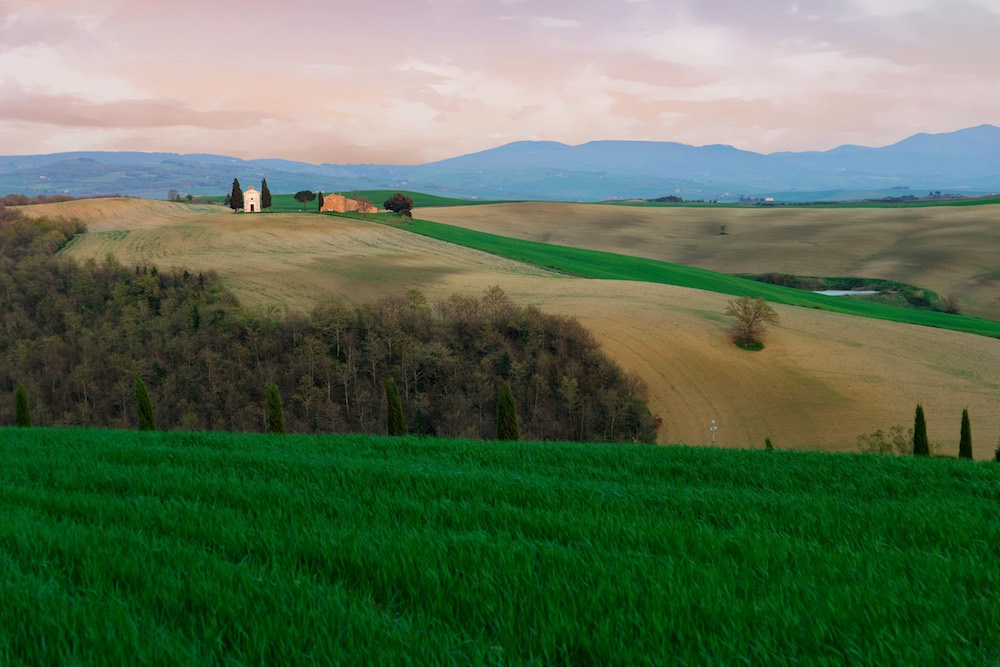 La Cappella di Vitaleta in Val d'Orcia è uno dei luoghi simbolo della Toscana.