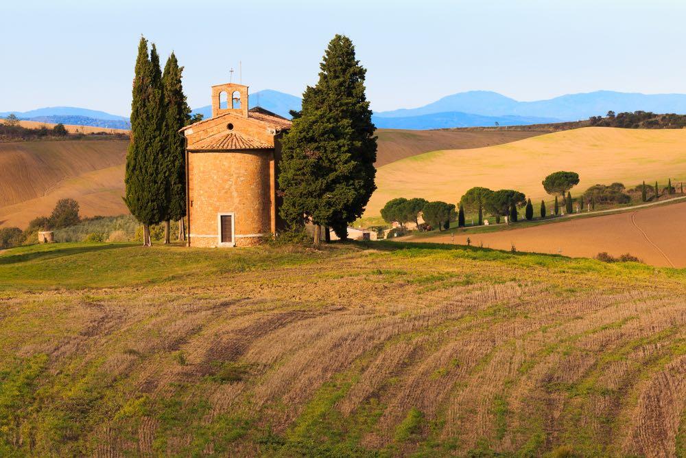 La Cappella di Vitaleta in Val d'Orcia è uno dei luoghi simbolo della Toscana