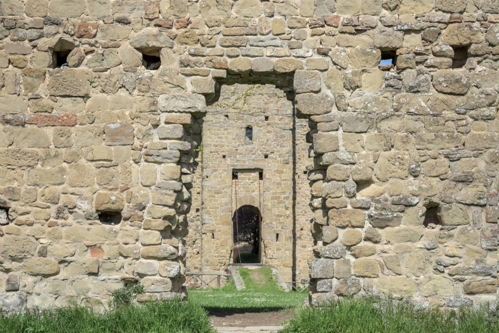 Antiche mura del Castello di Poppi in Casentino, Toscana