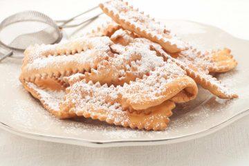 I cenci o chiacchiere sono tra i dolci di Carnevale tipici della Toscana