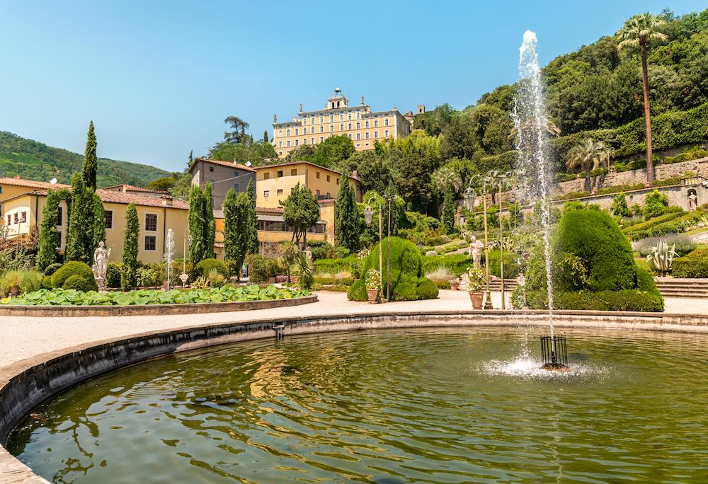 Villa Garzoni si trova a Collodi, borgo toscano del Parco di Pinocchio