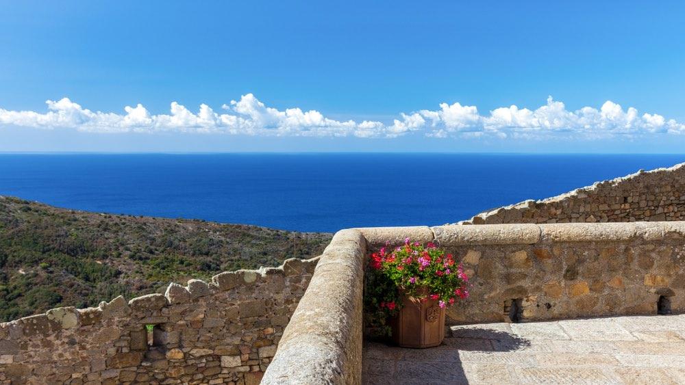 Vista dall'Isola del Giglio uno dei 7 luoghi romantici in Toscana