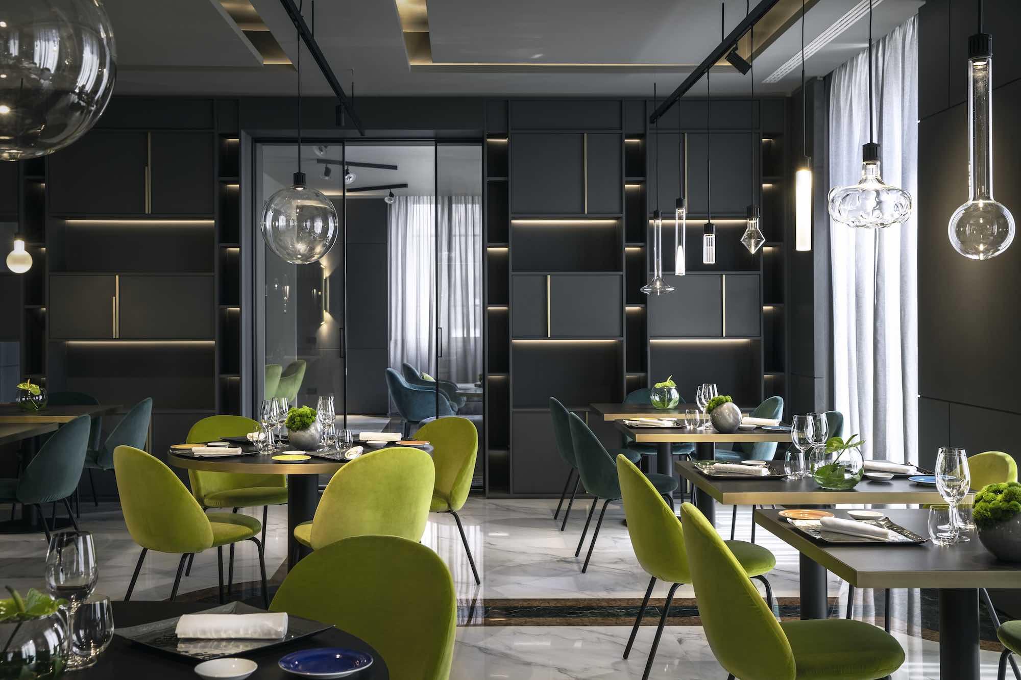 Interno del ristorante Lunasia, Una stella Michelin, a Viareggio