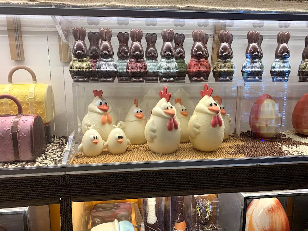 Produzione delle migliori uova di cioccolato artigianali toscane alla cioccolateria Giovannini