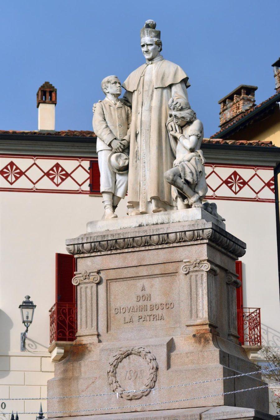 Statua di Don Giovanni Bosco a Castelnuovo Don Bosco