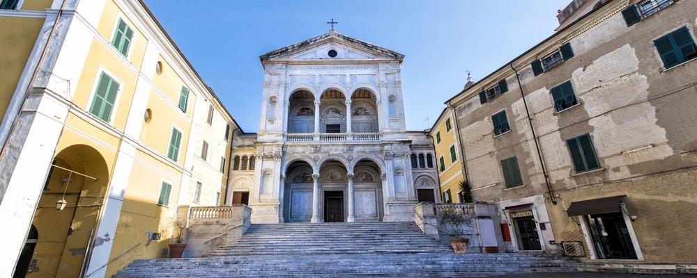La Cattedrale dei SS Pietro e Francesco è il Duomo di Massa
