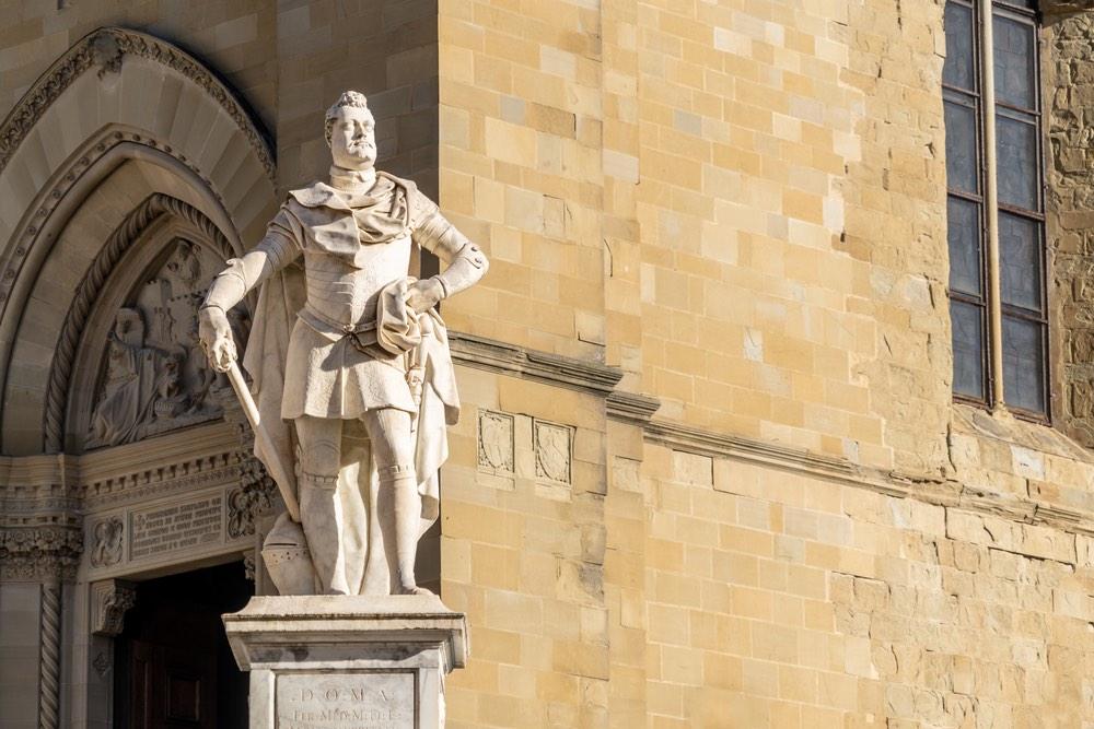 Statua del Granduca Ferdinando I dei Medici ad Arezzo