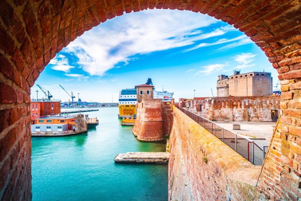 Livorno veduta sulla Fortezza Vecchia e porto