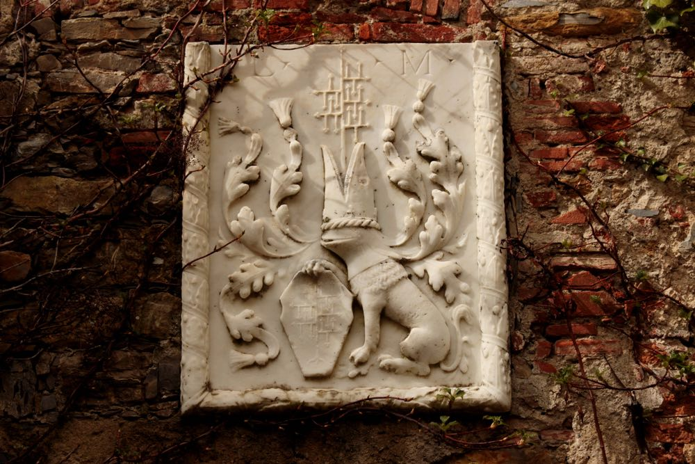 Stemma dei Malaspina nel castello di Fosdinovo
