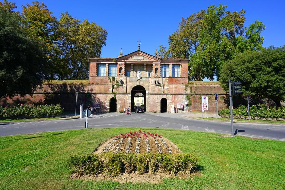 Porta San Pietro è una delle porte di Lucca