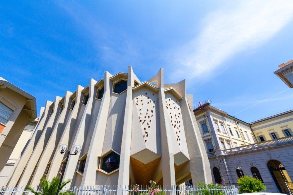 Sinagoga di Livorno in una giornata di sole