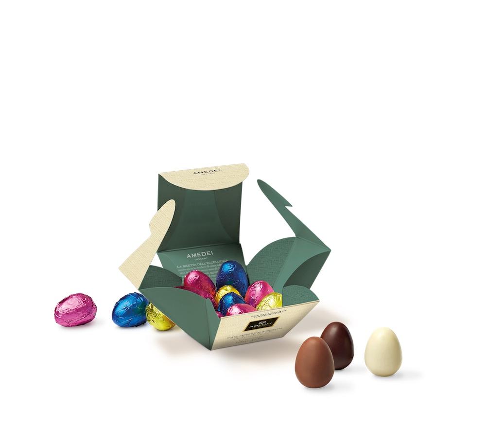 Produzione delle migliori uova di cioccolato artigianali toscane alla cioccolateria Amedei