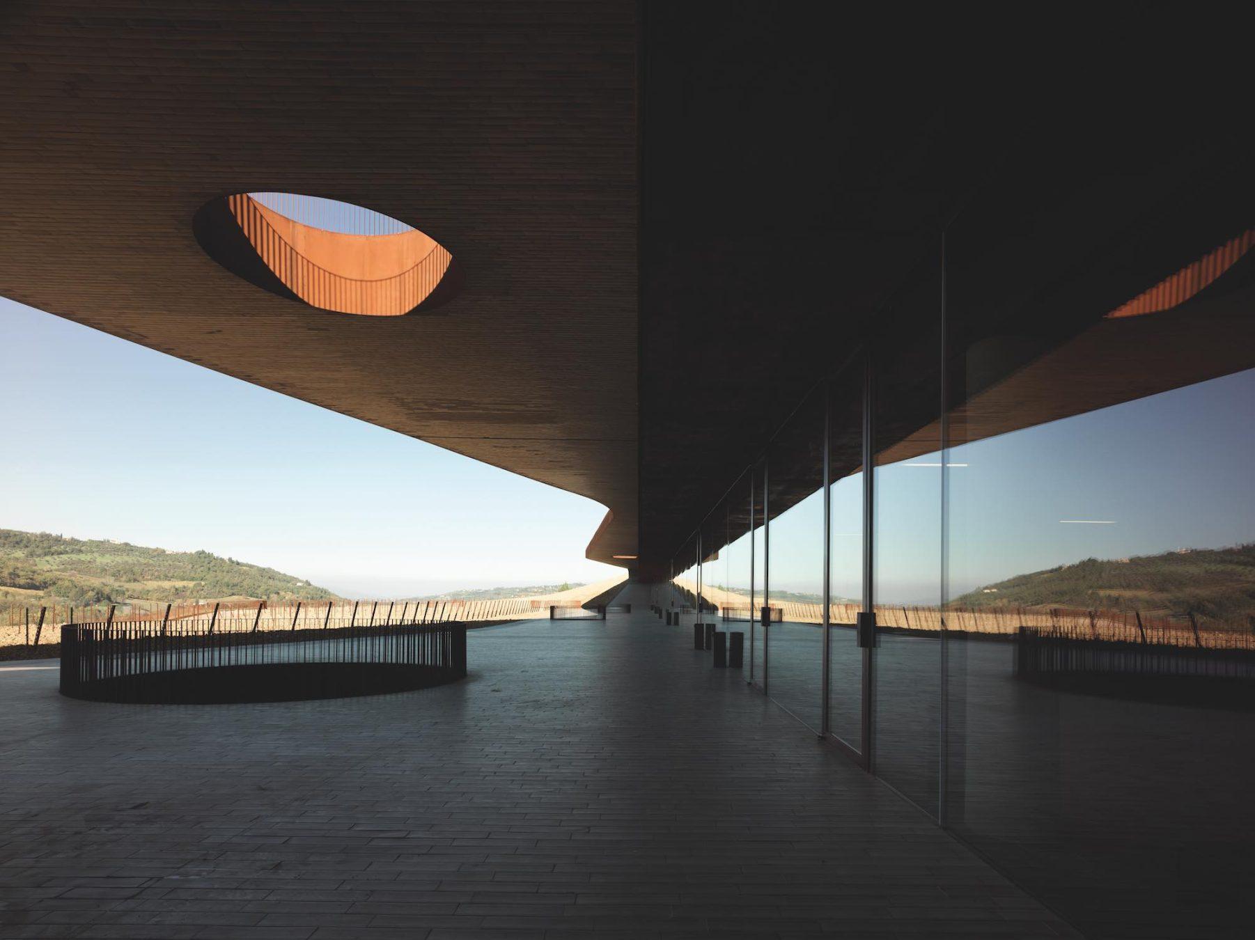 Le Cantine Antinori progettato dall'Architetto Marco Casamonti dello Studio Archea