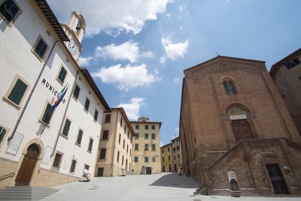 San Leonardo e il Municipio di Castelfiorentino