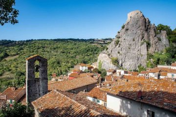 Il Sasso di Roccalbegna, borgo toscano in Maremma