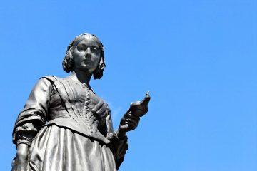 Statua di Florence Nightingale nel memoriale sulla Guerra di Crimea a Londra