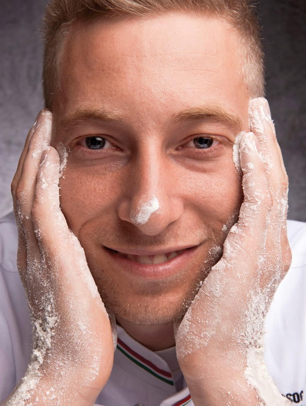 Marco Manzi, giovane pizzaiolo pluripremiato della pizzeria Giotto di Firenze