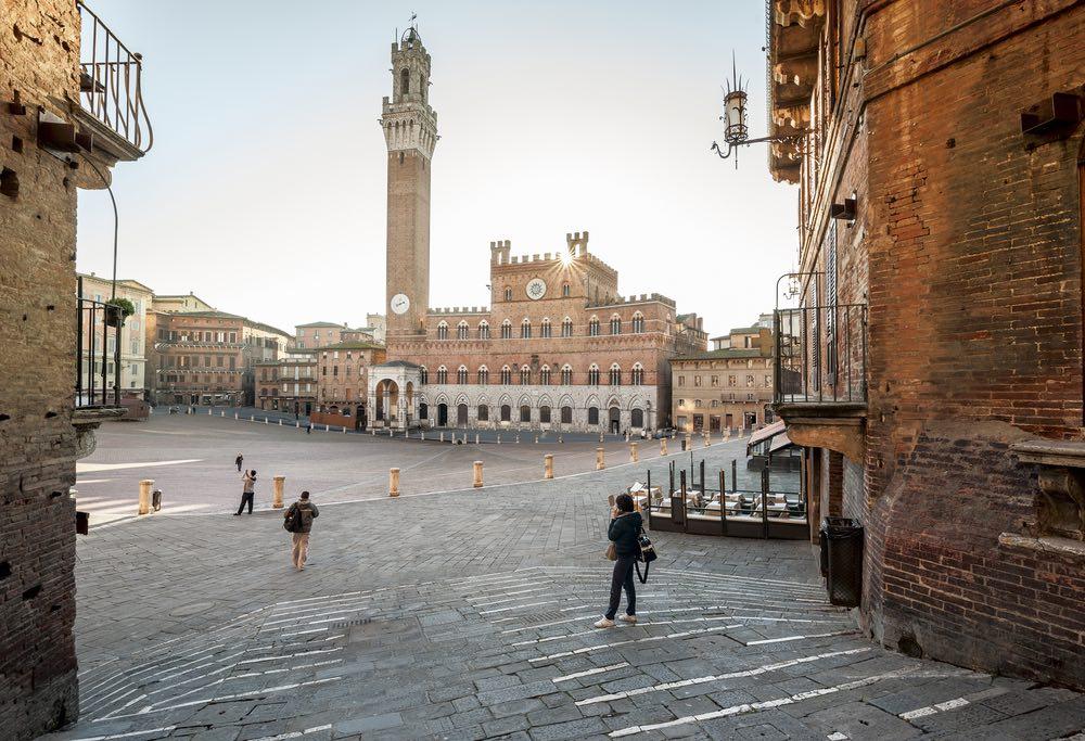 Il padre e lo zio di Ghino di tacco vennero impiccati in Piazza del Campo a Siena