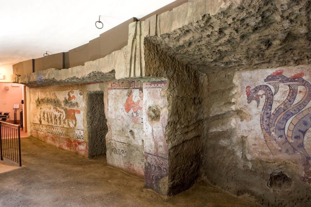 La Tomba della Quadriga infernale a Sarteano in Toscana